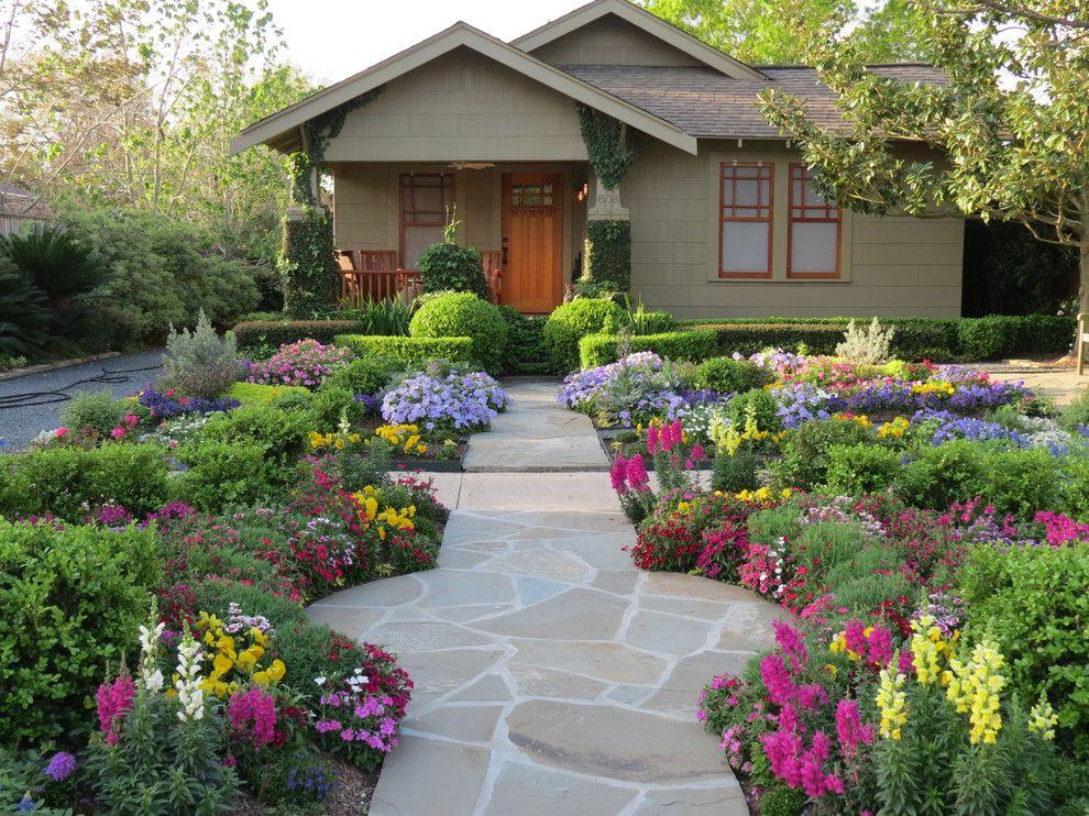 Первоцветы, донники, лен и другие полевые цветы окутают дачный дворик особой летней романтикой