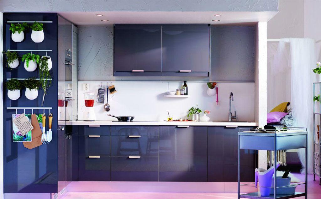 Присутствие фиолетового цвета в интерьере способно стимулировать на новые творческие идеи и начинания.