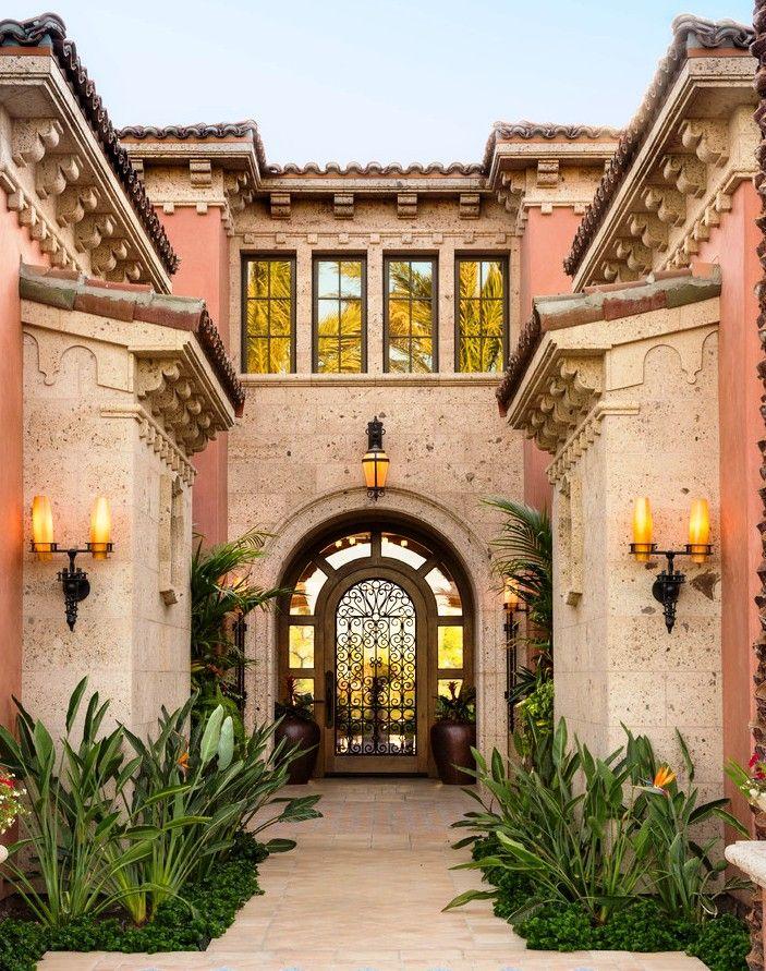 Помимо своего предназначения, кованые двери выполняют функцию украшения экстерьера