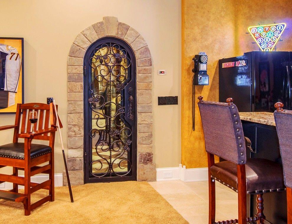 Ажурные и легкие окованные двери перенесут владельца дома в эпоху Возрождения