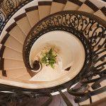 Кованые перила для лестниц (45 фото): мелодия, застывшая в металле фото