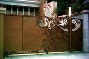 Фото 8 Кованые ворота с калиткой (35 фото): плюсы и минусы, особенности установки