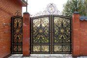 Фото 10 Кованые ворота с калиткой (35 фото): плюсы и минусы, особенности установки