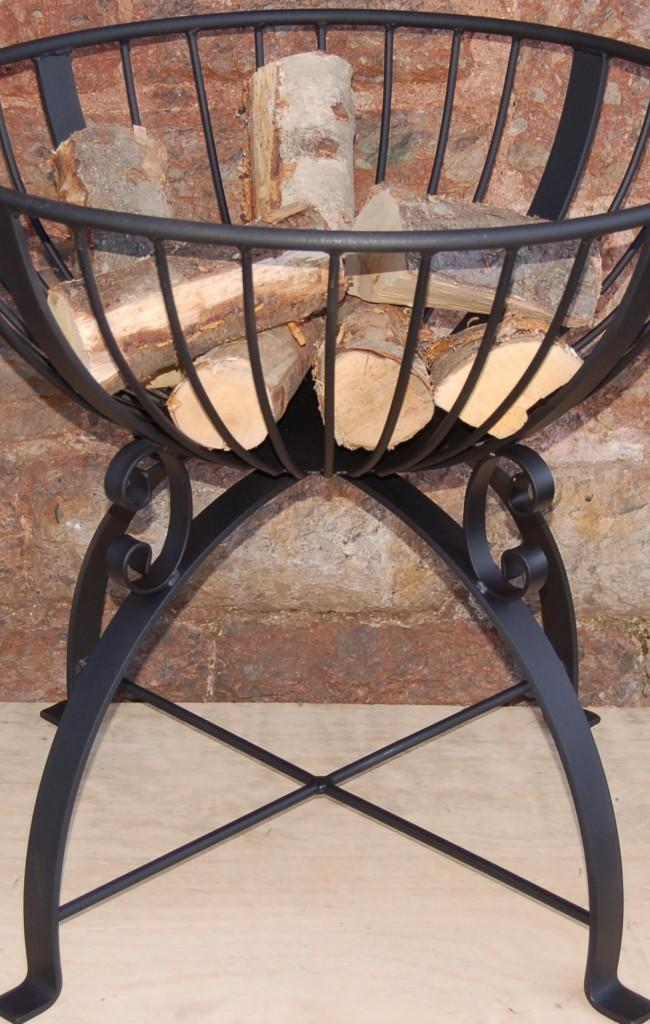 Чугунный мангал на ножках — неотъемлемый атрибут на даче