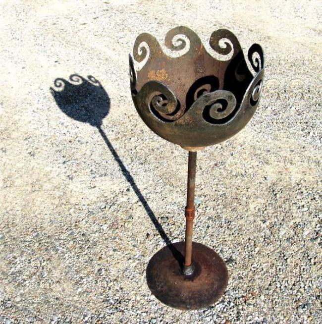 Кованый мангал в виде сказочного цветка