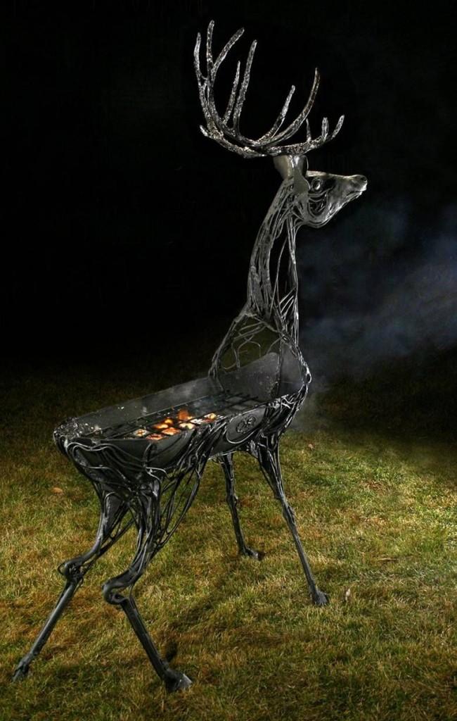 Произведение искусства — кованый мангал в виде оленя