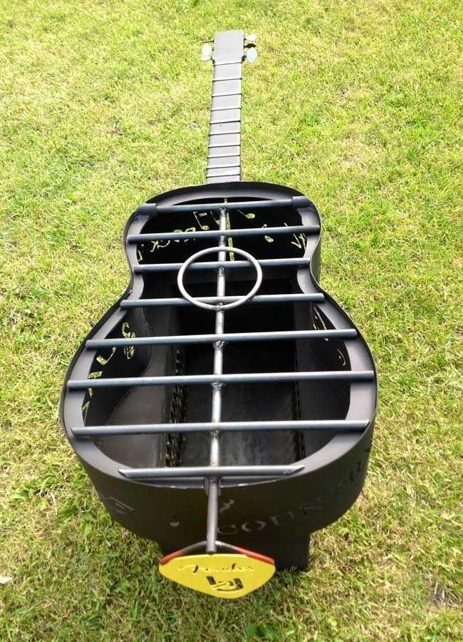 Для меломанов — мангал в виде гитары