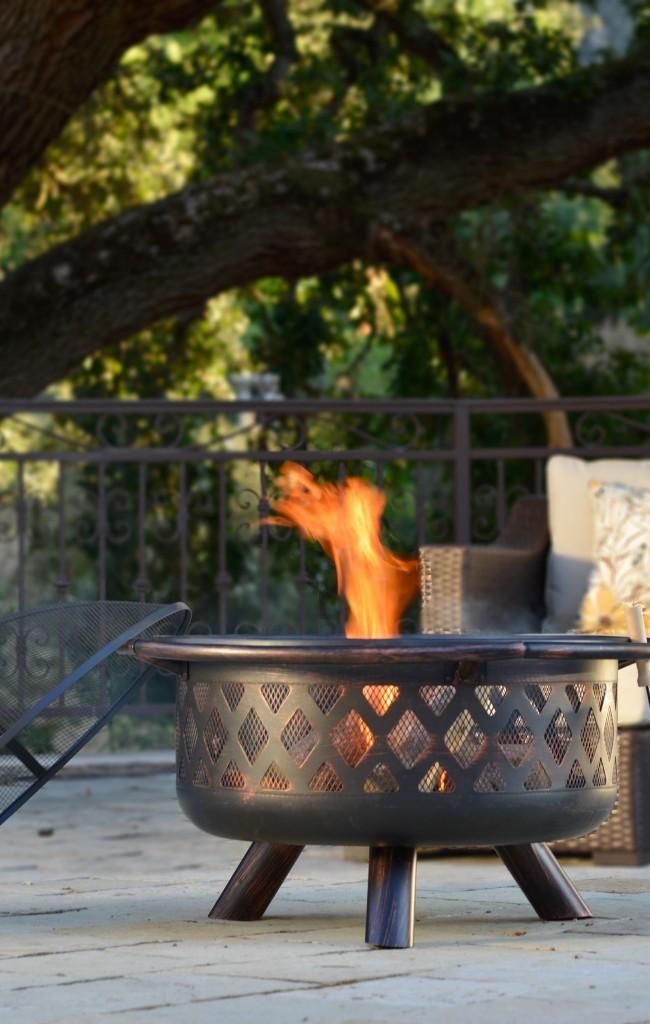 Мангал с крышкой-сеточкой, которая защитит приготовленное блюдо от насекомых