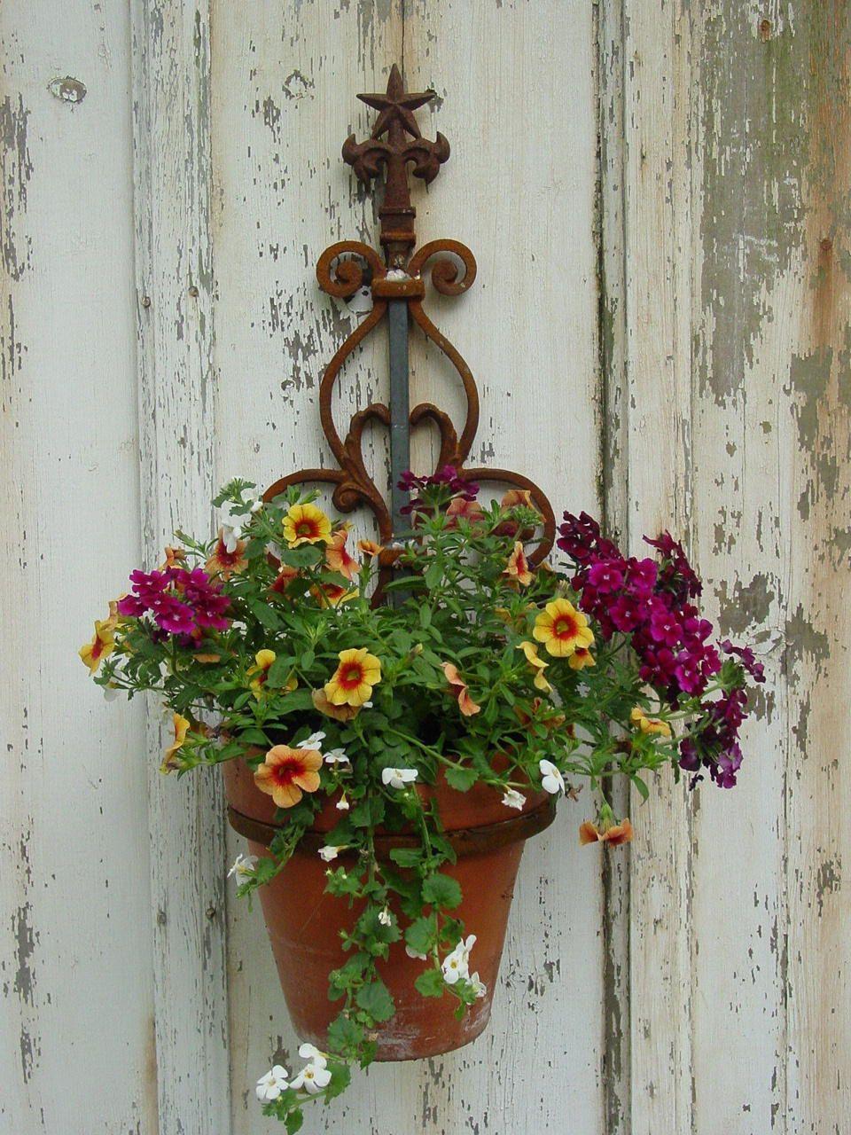Настенная кованая подставка для цветов в винтажном стиле