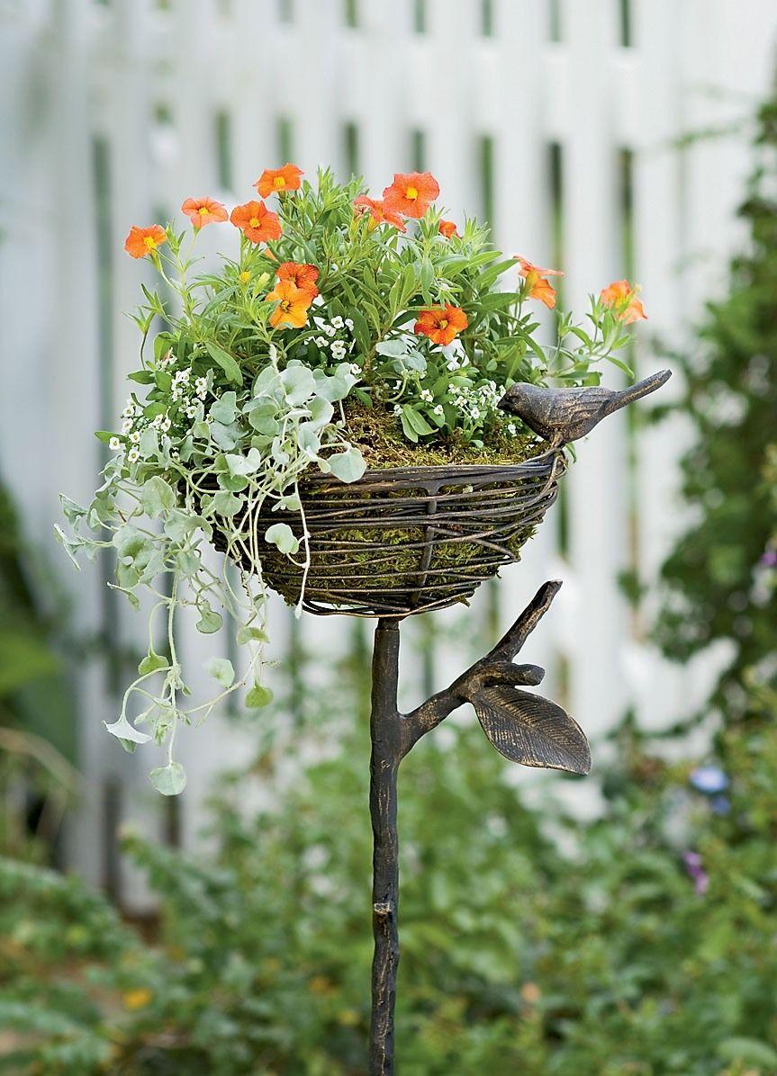 Креативная кованая подставка, выполненная в виде гнезда на дереве и украшенная металлической птичкой