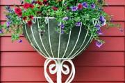 Фото 1 Кованые подставки для цветов (47 фото): достойная опора прекрасному
