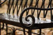 Фото 29 Кованые скамейки (50 фото): нота роскоши в ландшафтной симфонии