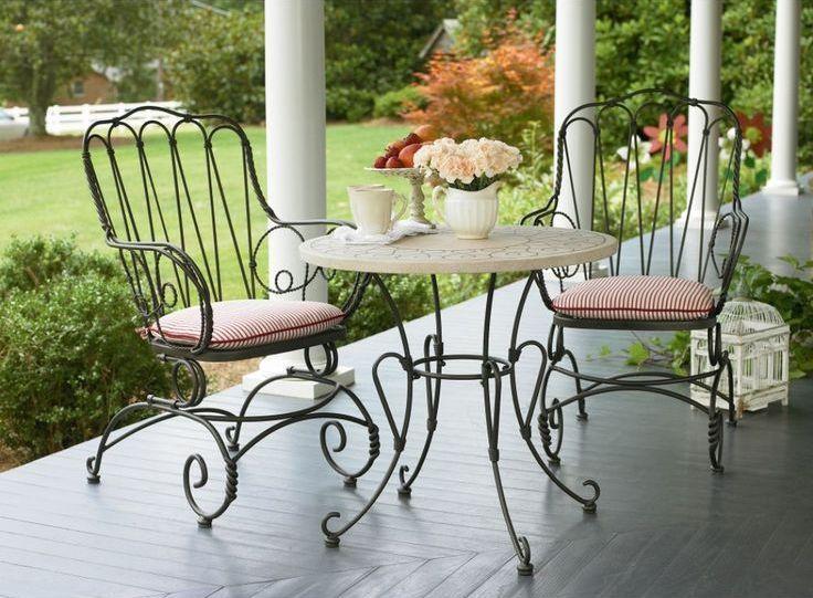 Кованый столик - не только мебель, а еще и элемент декора