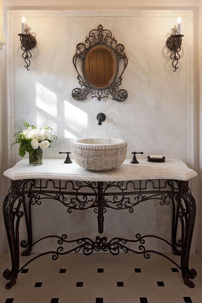 Мраморная столешница на металлической тумбе - изысканная роскошь в ванной