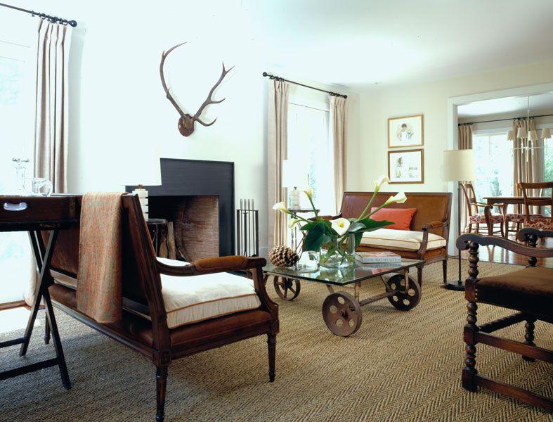 Столик с ножками-колесиками - удивление гостей обеспечено