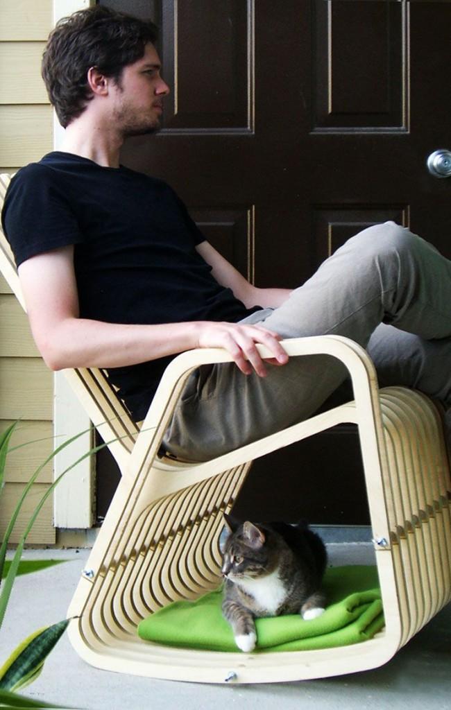 Правильно соединенные простые панели могут превратиться в отличное кресло-качалку, а также уютную лежаночку для кота