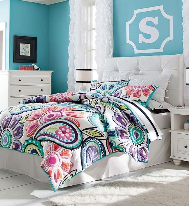 Кровать любой конструкции можно дополнить отдельно стоящим мягким изголовьем