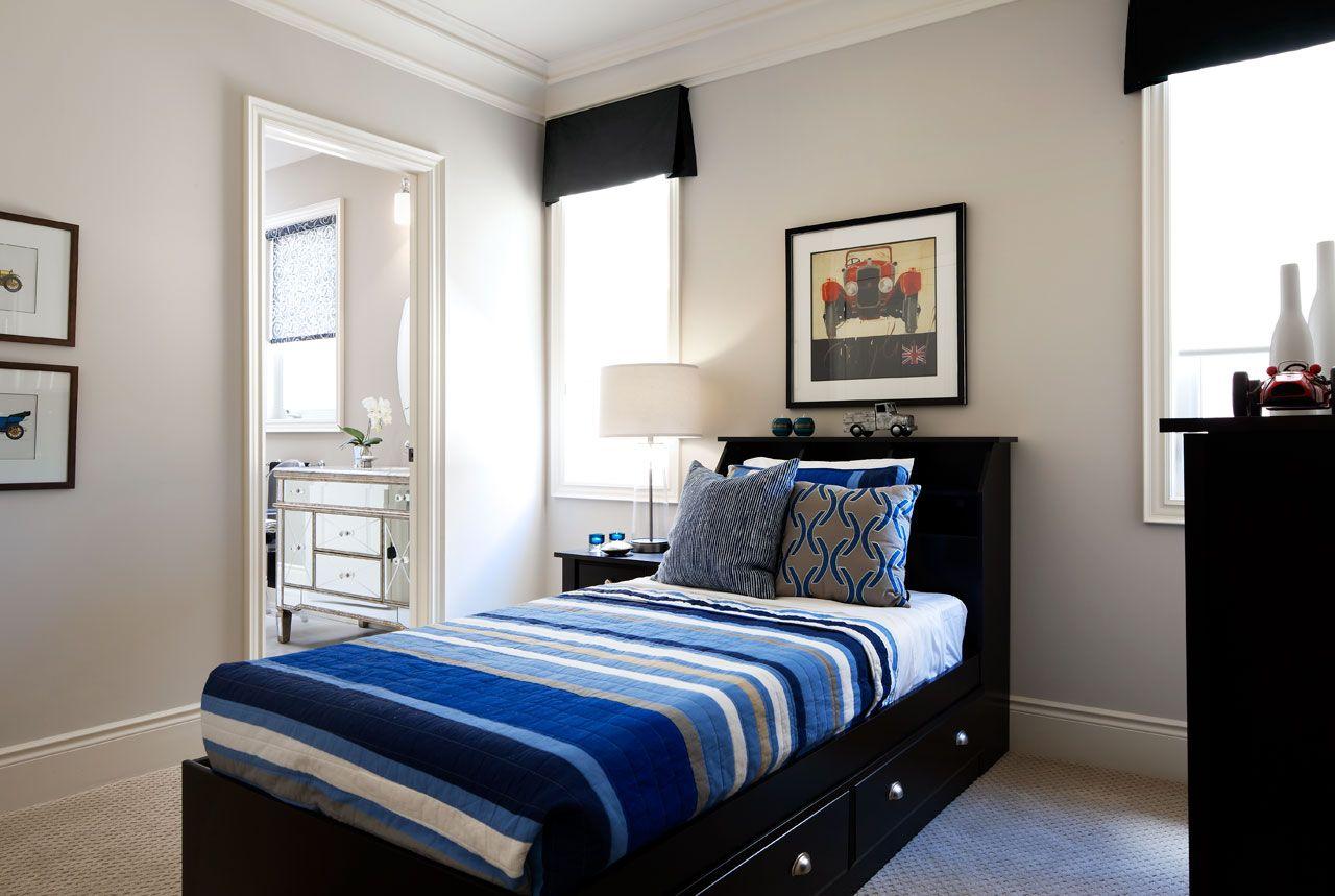 Ниша для хранения, расположенная под кроватью, открывается одним легким движением руки