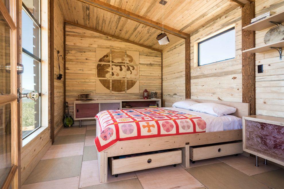 Ящики - не только место для хранения, но и украшение кровати