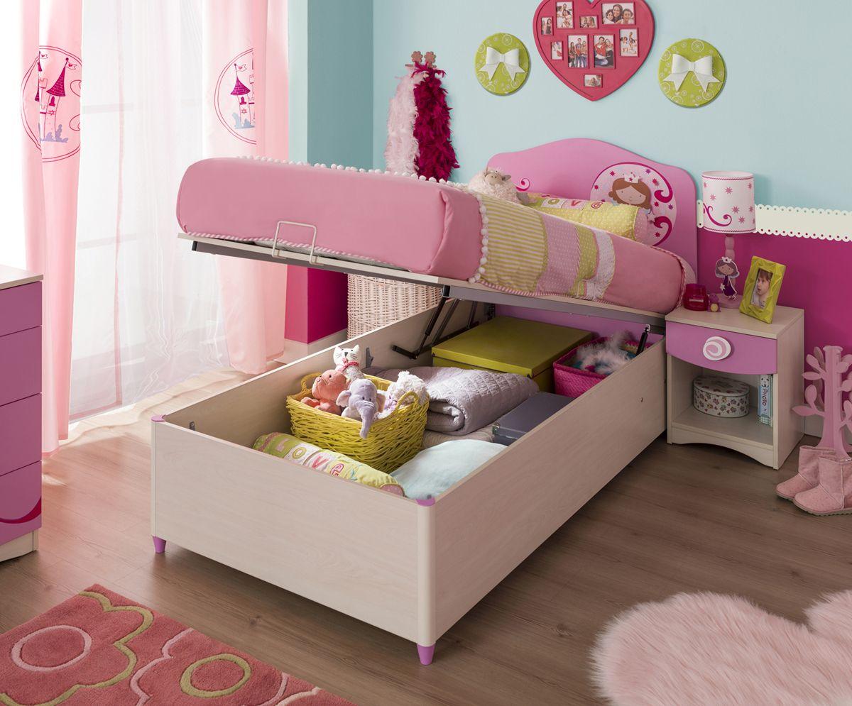 Уникальности интерьеру детской добавит кроватка нежно-розового оттенка с подъёмным механизмом