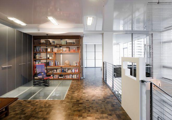 Светильники, которые прикасаются к натяжному потолку, обязательно должны быть выполнены из ненагревающегося материала