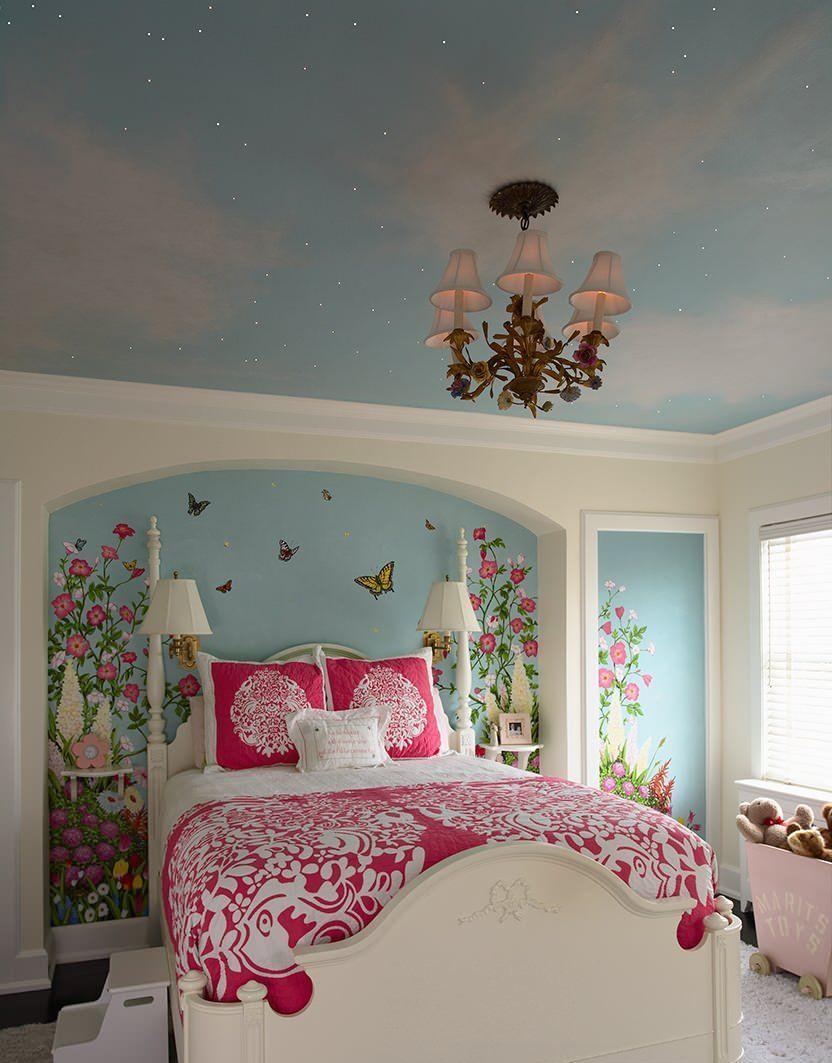 Если у вас в комнате натяжной потолок - отдайте предпочтение люстре с закрытыми плафонами
