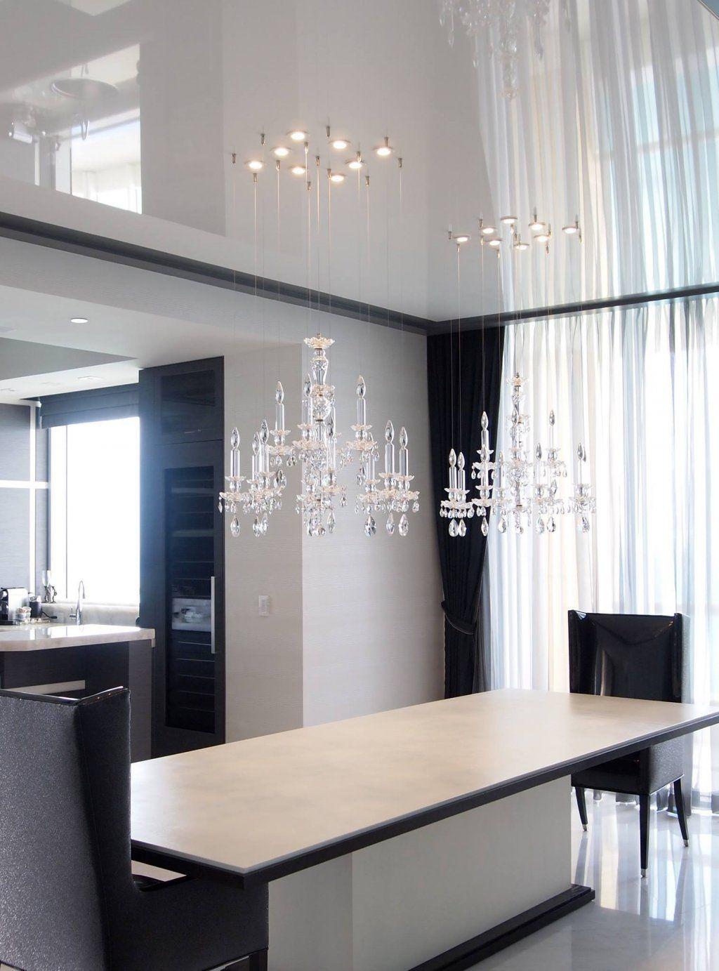 Элегантная люстра в классическом стиле на кухне