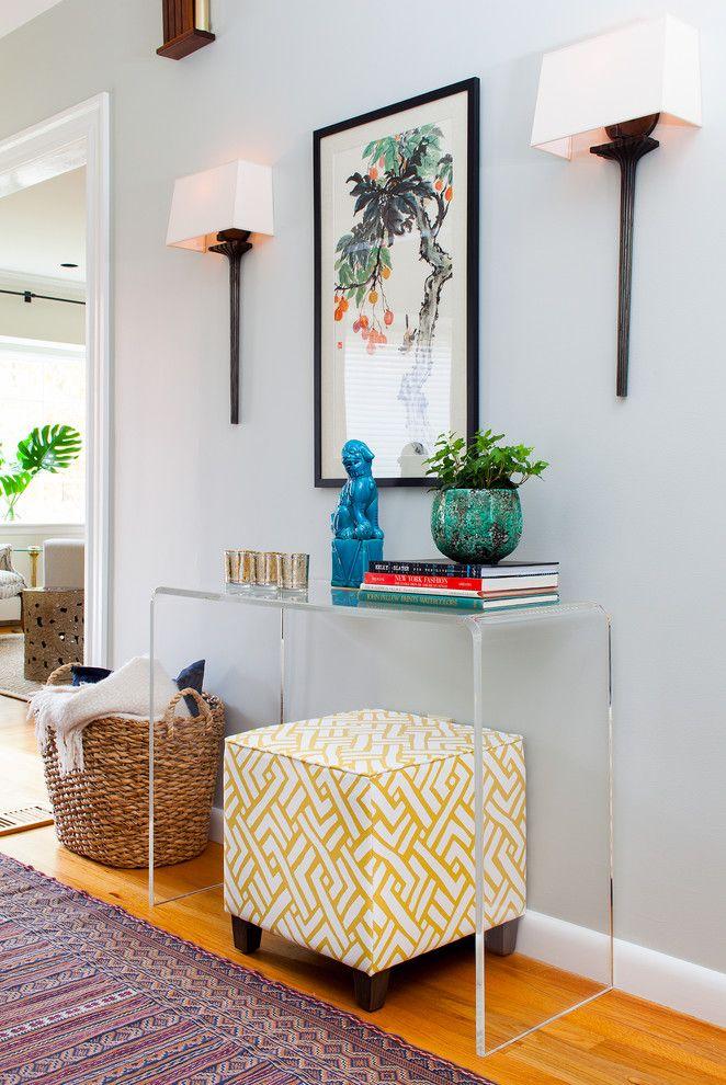 Нестандартно большого размера пуф может стать дополнительным сидячим местом, когда придут гости