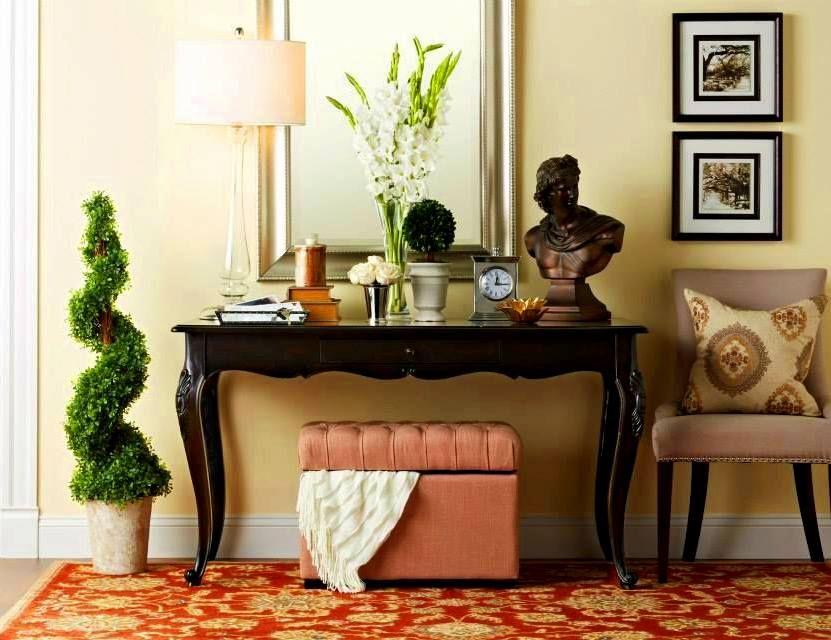 Сделать утонченной, нежной и неповторимой обстановку прихожей сможет небольшой пуф розового оттенка