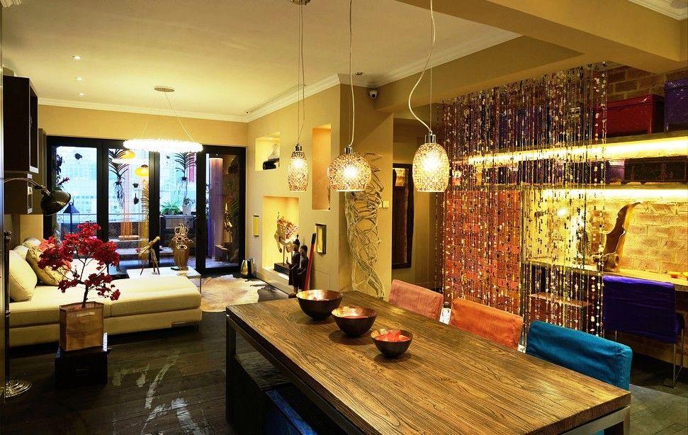 Комбинируя разные виды и цвета бусин, можно создать яркое и оригинальное украшение интерьера