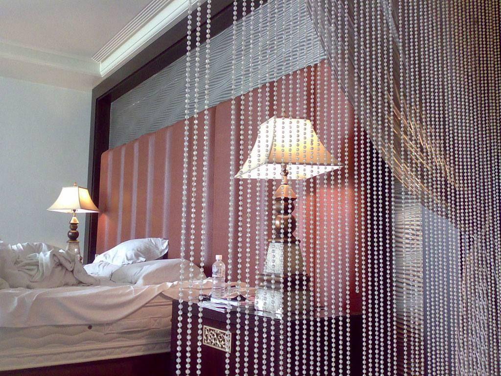 Нити с жемчугом создадут в спальне особую атмосферу интимности, чувственности и изысканности