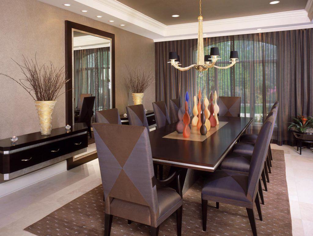 Цвет органзы, перекликаясь с цветами столового гарнитура, создает стильную гармонию
