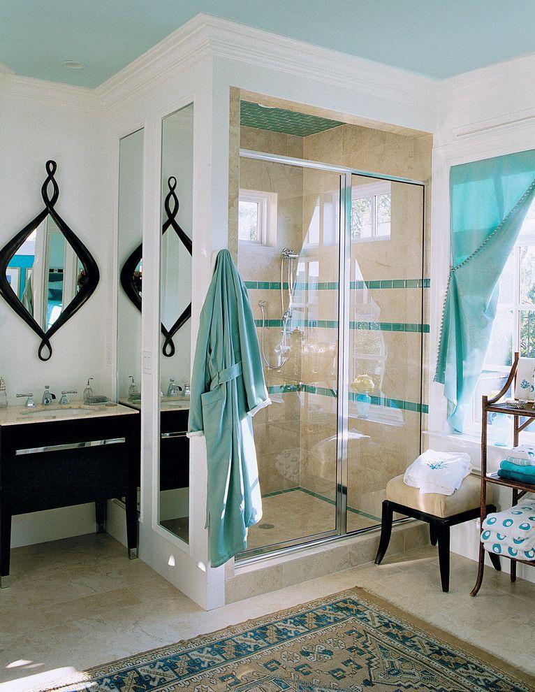 Если в ванной комнате есть окно - стеклянная дверь пропустит в душевую солнечный свет