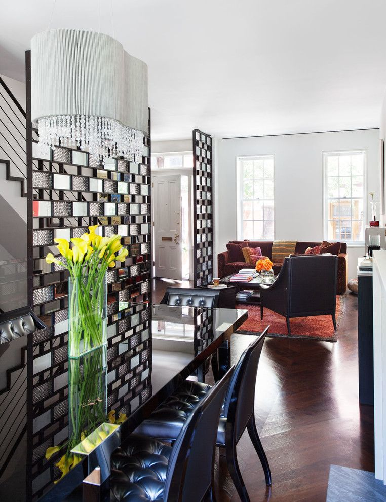 Креативные перегородки из стеклоблоков в гостиной