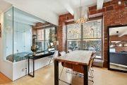Фото 1 Стеклянные перегородки в квартире (50 фото): как создать прозрачную стену
