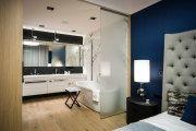 Фото 4 Стеклянные перегородки в квартире (50 фото): как создать прозрачную стену