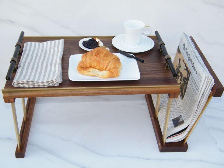 Столик-подставка с дополнительным отделением для газет