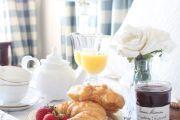 Фото 17 Столик для завтрака в постель (45 фото): практично, удобно, универсально