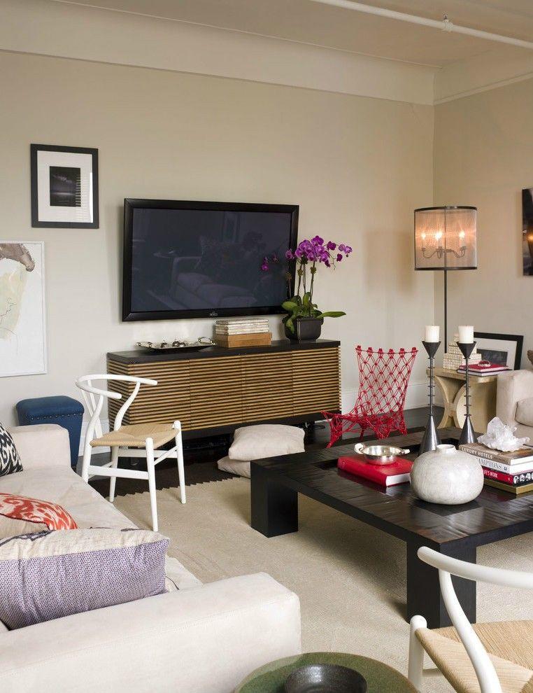 Настенный телевизор в гостиной - для вечерних посиделок всей семьей
