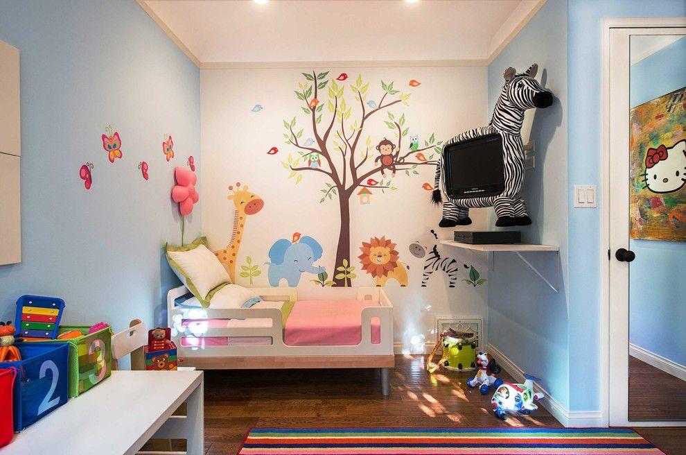 Телевизор в детской комнате замаскирован под игрушку-зебру