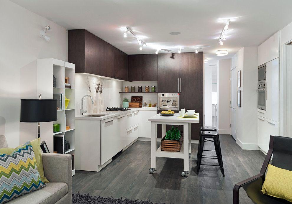 Серый пол в кухне