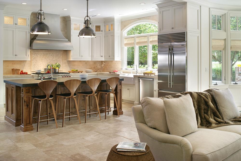 Для дизайна классической кухни бежевый цвет является самым удачным и гармоничным