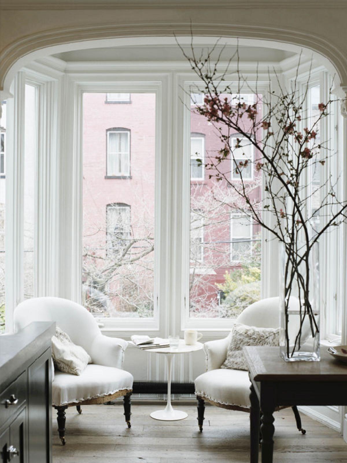 Дом с эркером (проекты, 50 фото): выразительный экстерьер, привлекательный интерьер
