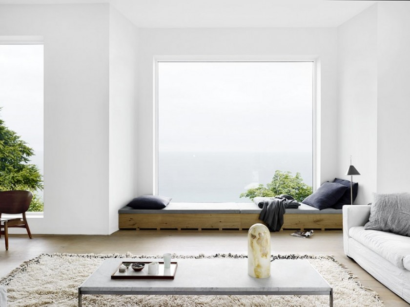 Эркер с большим окном - прекрасное место для отдыха
