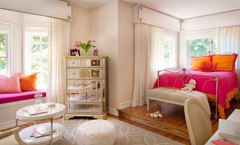Классические шторы для эркера в пастельных тонах - удачный выбор в спальной комнате