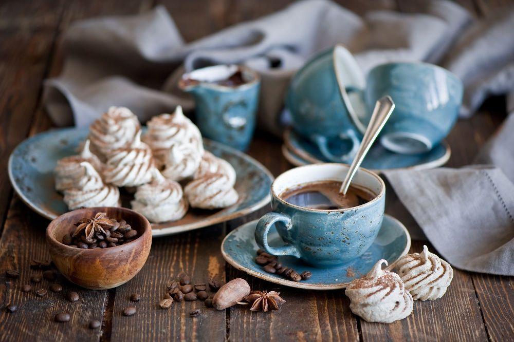 Стильный керамический чайный сервиз