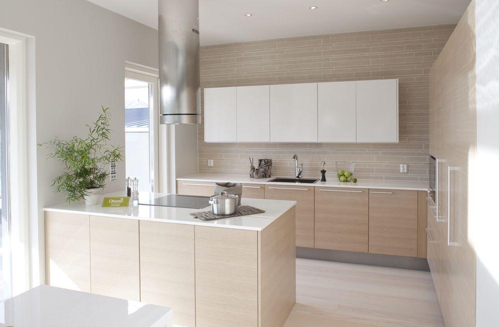 Чтобы бежевый цвет кухни не сливался, нужно подбирать для элементов кухни разный оттенок