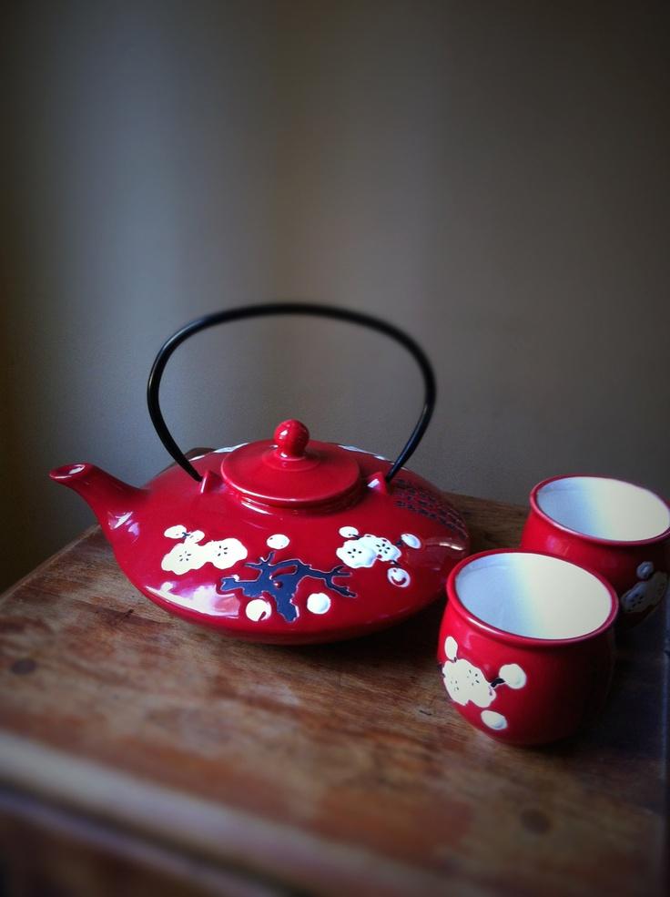 Красный чайный набор в восточном стиле отлично дополнит японский интерьер чайный набор