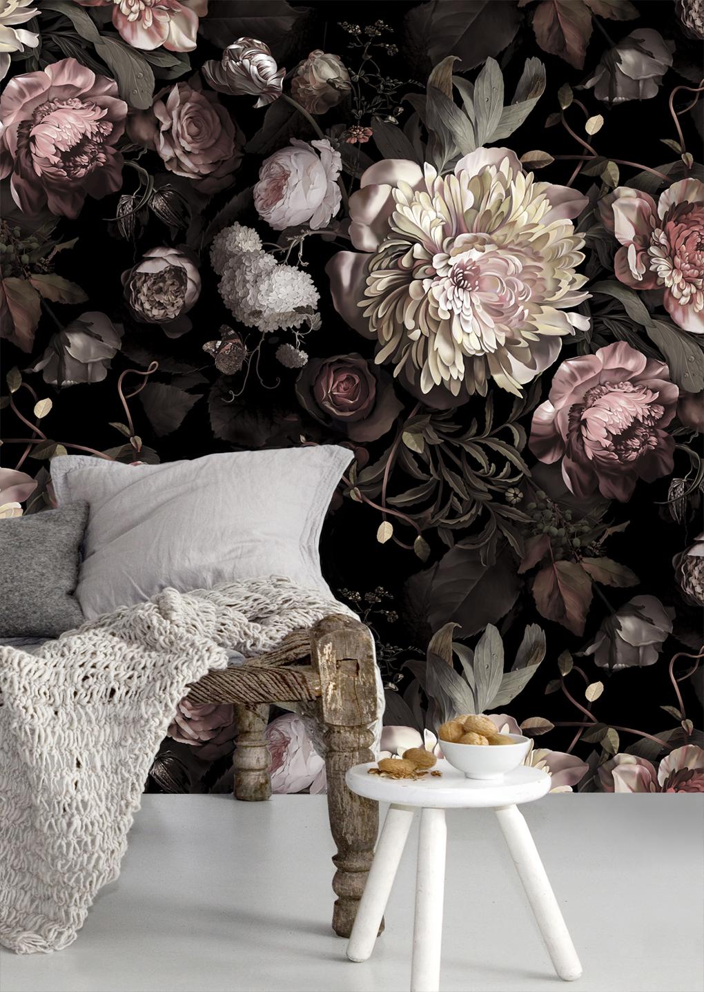 Красивые светлые цветы на темном фоне