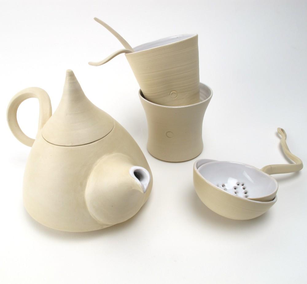 Чайный сервиз в асимметричном исполнении